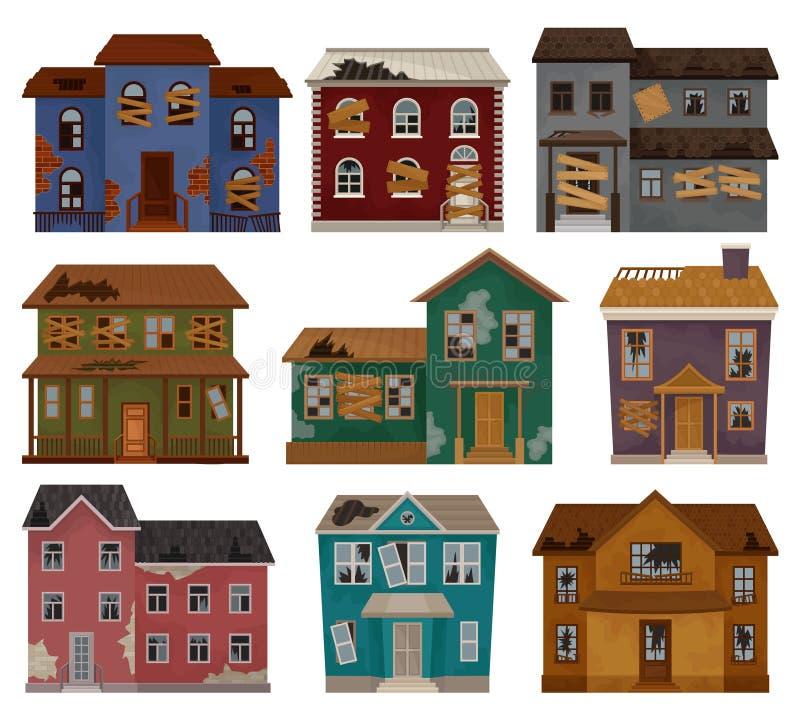 Insieme piano di vettore delle case abbandonate con il tetto rotto, imbarcato sulle finestre e sulle porte Costruzioni a due pian royalty illustrazione gratis