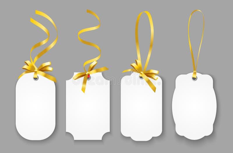 Insieme realistico di vettore delle etichette di carta in bianco o dei buoni di nome con i nastri dell'oro isolati su fondo grigi royalty illustrazione gratis