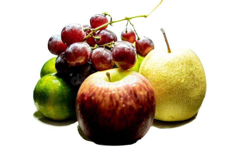 Insieme saporito misto della composizione in frutti isolato su bianco immagini stock libere da diritti