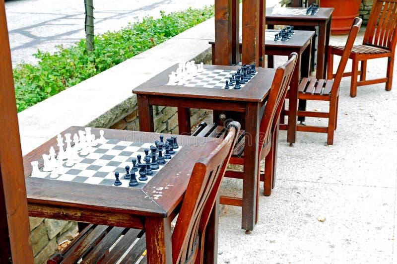 Insiemi di scacchi all'aperto immagine stock libera da diritti