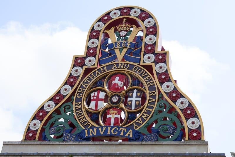 Insignia de Londres Chatham y de Dover Railway, Londres, Reino Unido fotografía de archivo libre de regalías