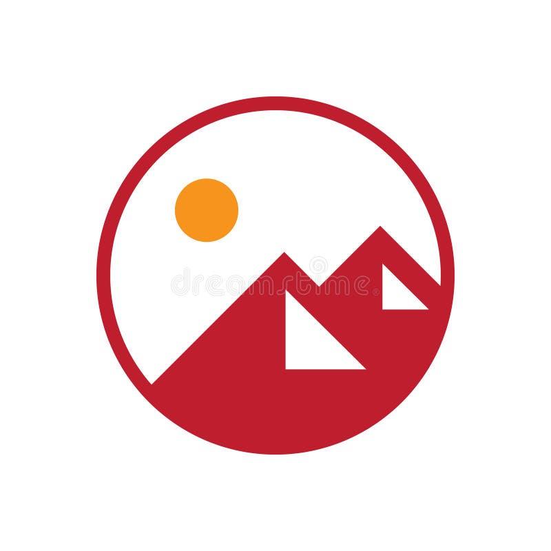 Insignia roja del icono del logotipo de la aventura de la montaña fotografía de archivo