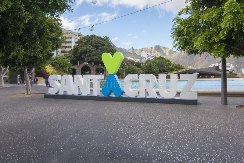 Inskrift för `-förälskelseSanta Cruz ` på invallningen, Tenerife, kanariefågelöar, Spanien royaltyfria bilder
