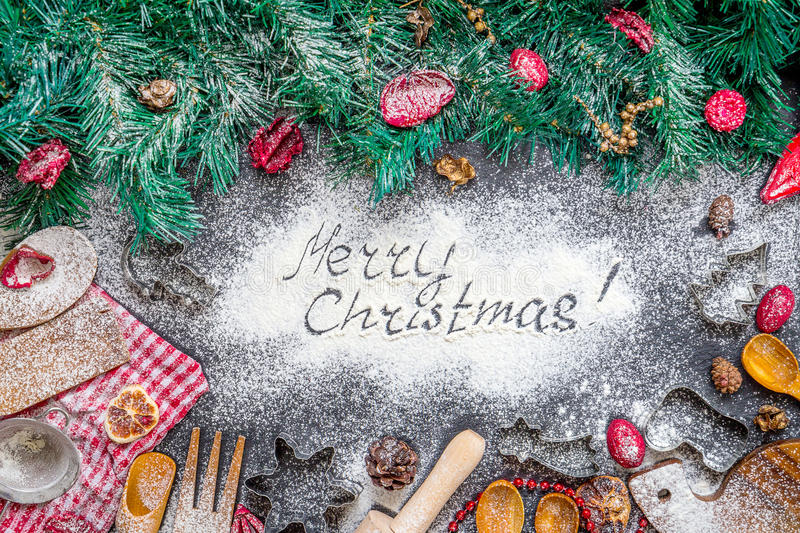 Inskrift för glad jul på fantastisk julBakning-matlagning bakgrund royaltyfria foton