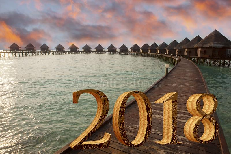 Inskrift 2018 för nytt år på trävägen över havet royaltyfria foton