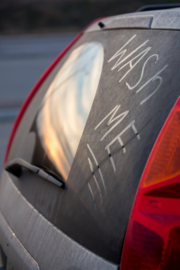 Inskrift på exponeringsglas av biltvätten mig fotografering för bildbyråer