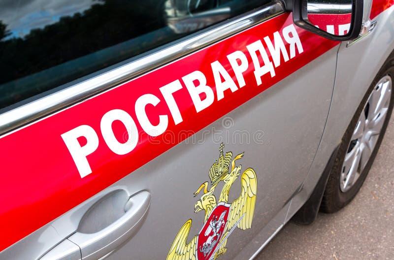 Inskrift`-Rosgvardia ` och emblem av soldaterna av den från den ryska federationen nationella vakten arkivbild
