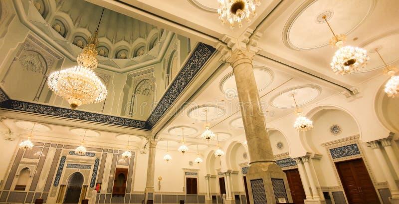 Inskrifterna och de islamiska relikskrina på Sultan Qaboos Mosque i Bahala arkivfoto