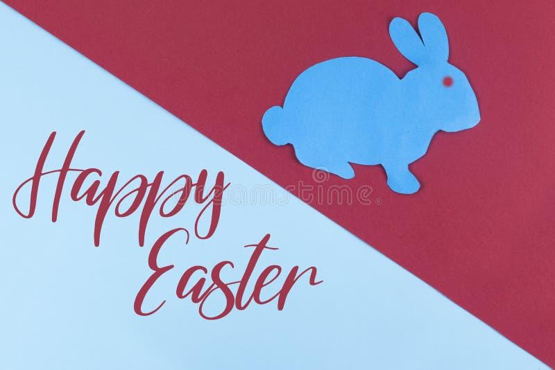 Inskrypcja: Szczęśliwa wielkanoc i Wielkanocny królik z papierowy Kierowym ciiemy outs fotografia royalty free