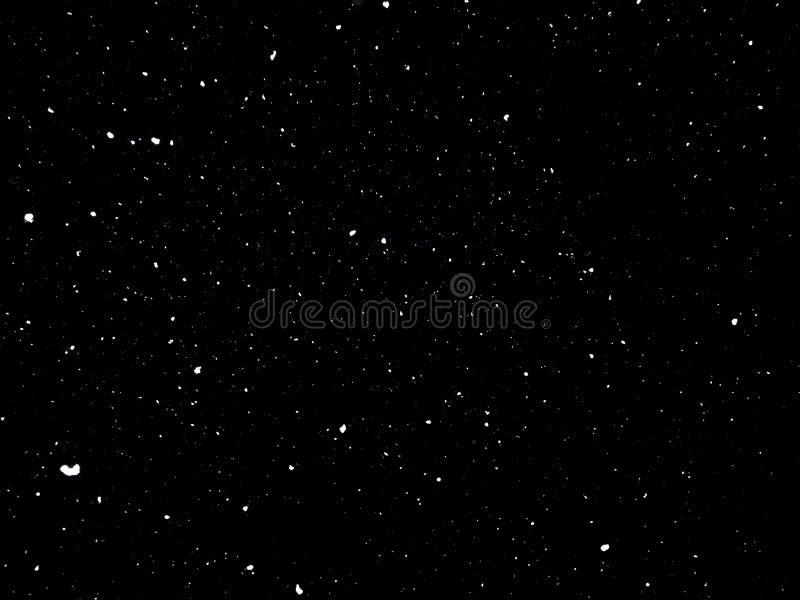 Insnöad natt snö på svart bakgrund royaltyfri fotografi