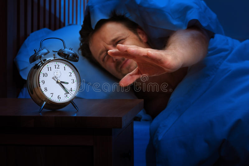 Insonnia o allarme in anticipo immagini stock libere da diritti