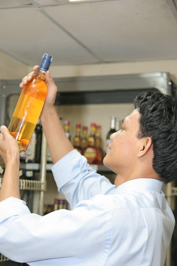 Inspeção do vinho imagem de stock