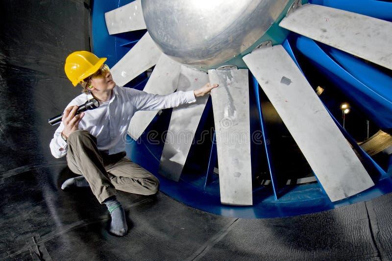 Inspecionando um windtunnel imagens de stock royalty free