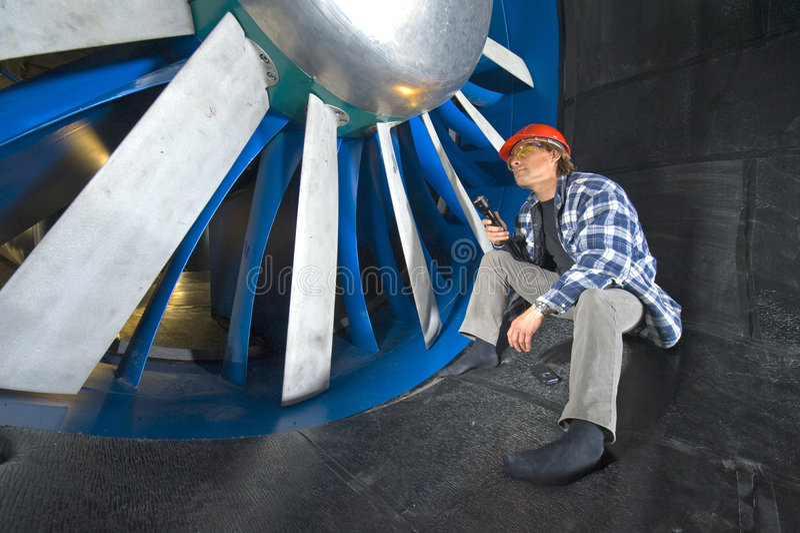 Inspecionando um windtunnel fotografia de stock