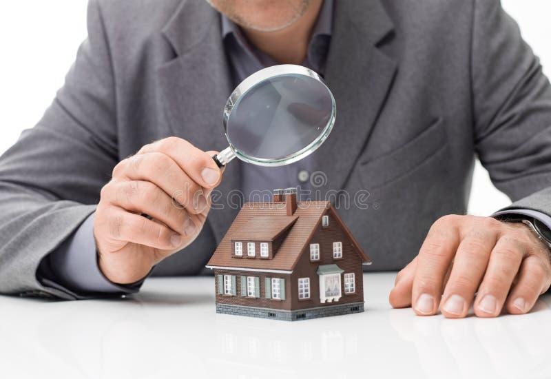 Inspection à la maison photographie stock libre de droits