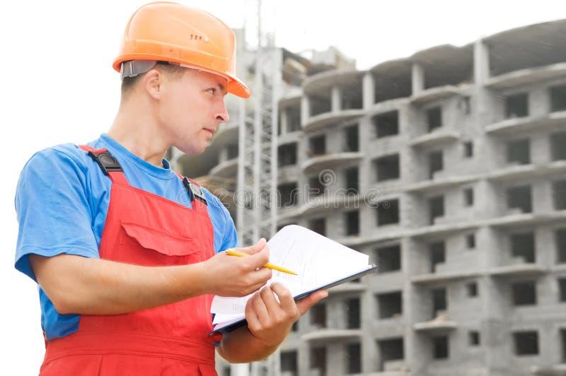 Inspector do construtor na construção imagem de stock royalty free