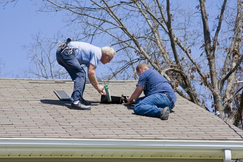 Inspector do telhado imagens de stock