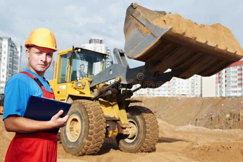 Inspector sonriente del constructor en foto de archivo libre de regalías