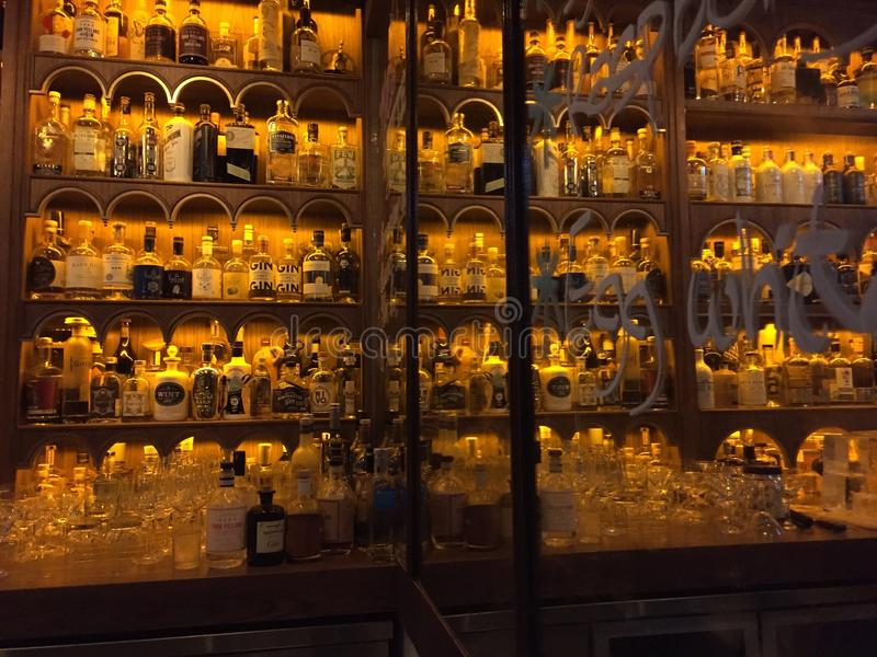Inspektörer för Dr Ferns Gin Parlor Restaurant, Hongkong arkivfoton