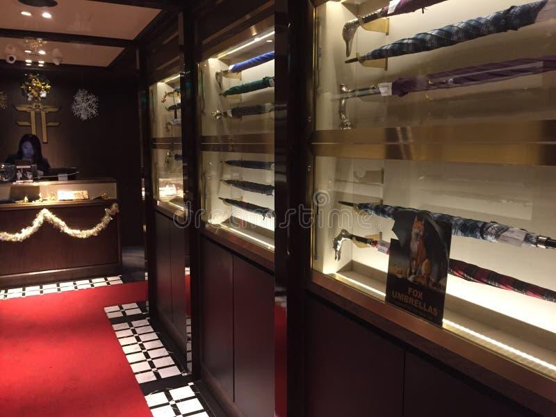 Inspektörer för Dr Ferns Gin Parlor Restaurant, Hongkong arkivfoto