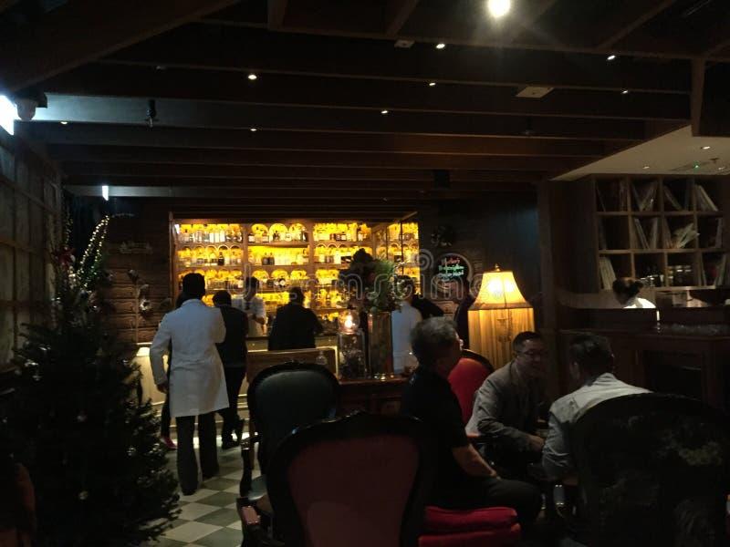 Inspektörer för Dr Ferns Gin Parlor Restaurant, Hongkong arkivbilder