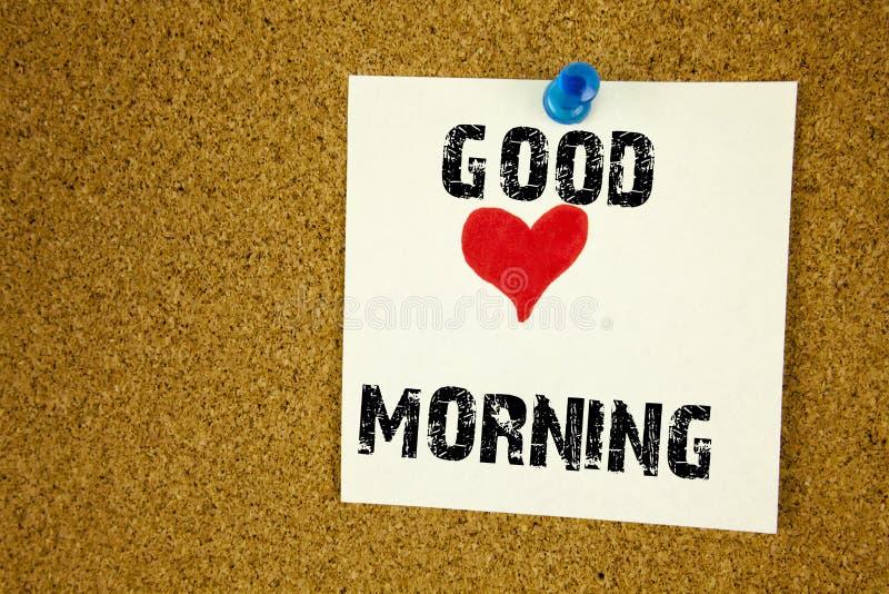 A inspiração conceptual do subtítulo do texto da escrita da mão que mostra o bom conceito da manhã do amor escrito na nota pegajo foto de stock