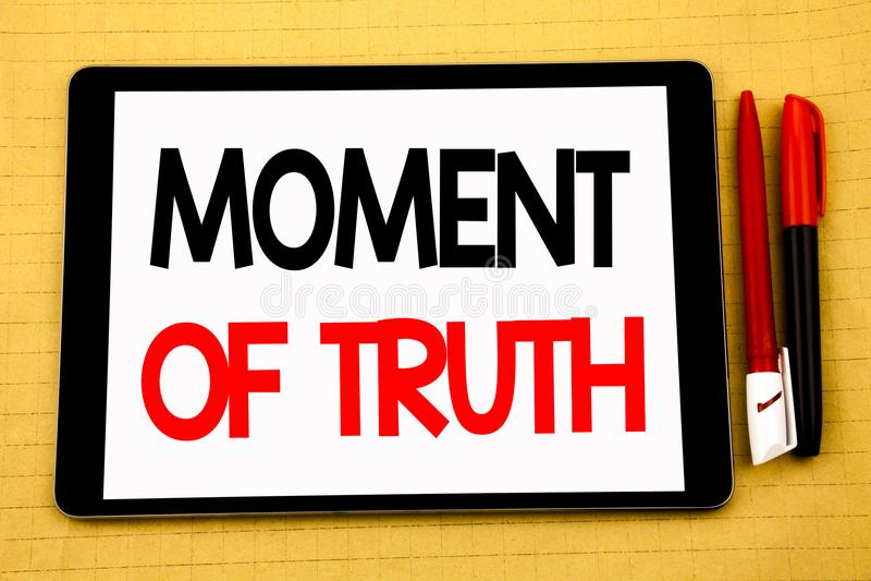Inspiração conceptual do subtítulo do texto da escrita que mostra horas da verdade Conceito do negócio para a pressão da decisão  fotos de stock