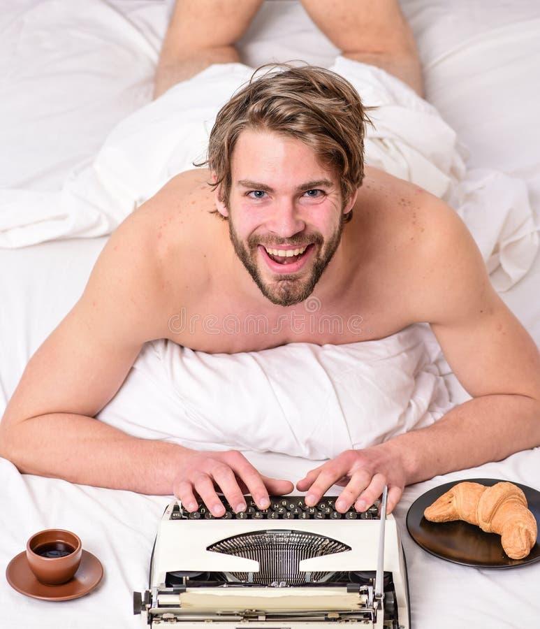 Inspiração da manhã Literatura erótica r O autor considerável do escritor usou o manual antiquado imagens de stock