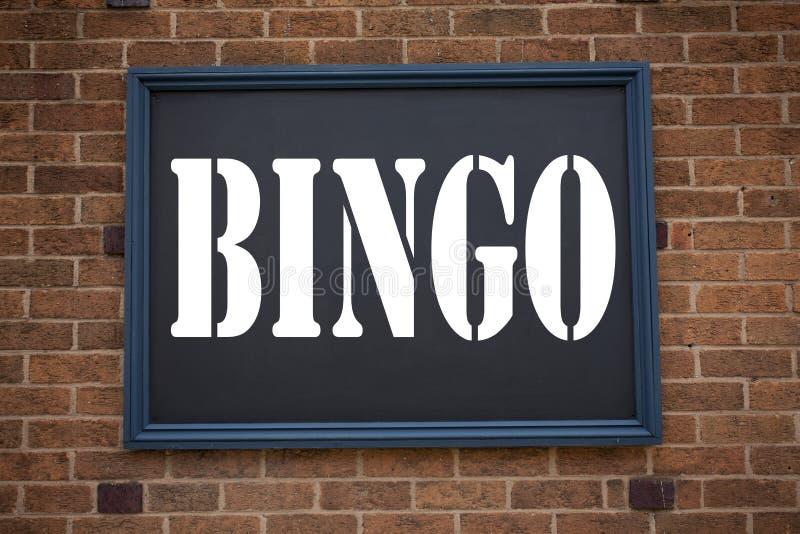 Inspiración conceptual del subtítulo del texto de la escritura de la mano que muestra bingo del aviso Concepto del negocio para p foto de archivo libre de regalías