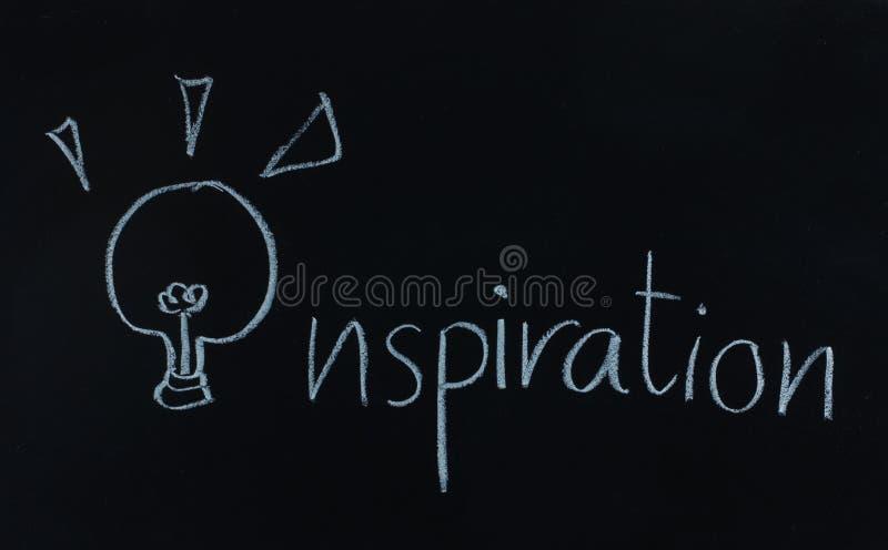 Inspiración de la palabra del dibujo y bombilla foto de archivo