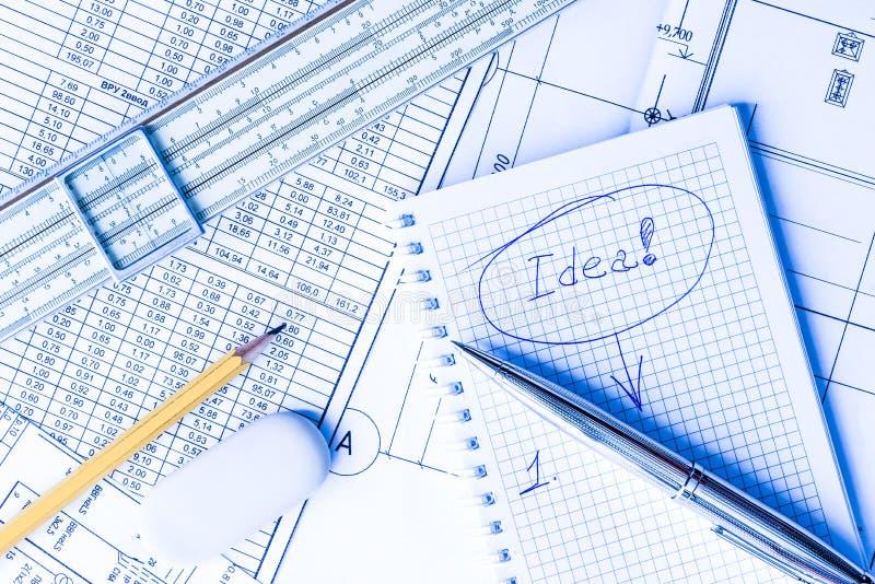 Inspiracja przy pracą, pisać w notatniku pomysły fotografia stock