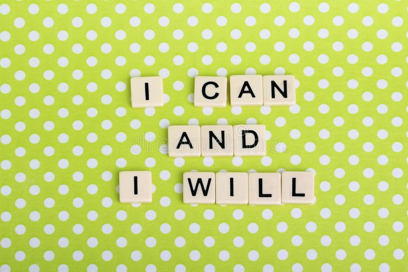 Inspiracyjny zdanie tworzący z gemowymi płytkami zdjęcie stock