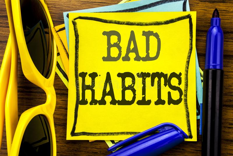 Inspiration de légende des textes d'écriture de main montrant des mauvaises habitudes Concept d'affaires pour la coupure Hebit ha image stock