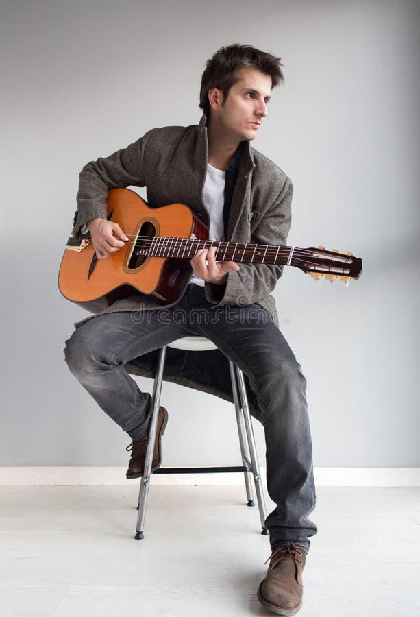 Inspiration för gitarrspelare royaltyfria bilder