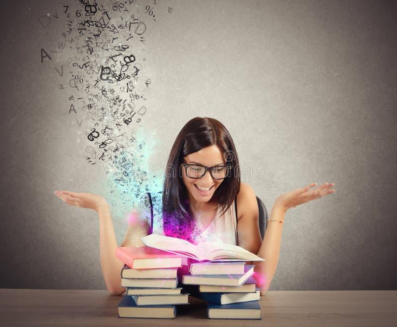 Inspiration von den Büchern stockfotos