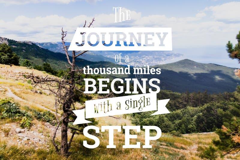 Inspirational citaten De reis van een thouthandmijlen begint met één enkele stap royalty-vrije stock afbeeldingen