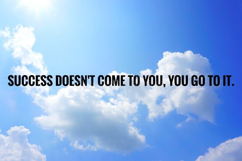 Inspirational motiverend citaat op aardachtergrond stock foto