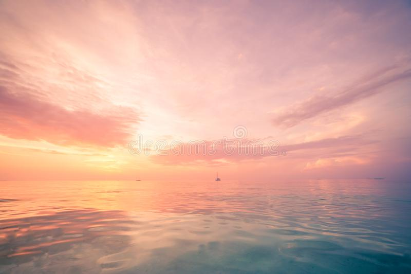 Inspirational overzeese en hemelmening met horizon en ontspannende kleuren royalty-vrije stock foto