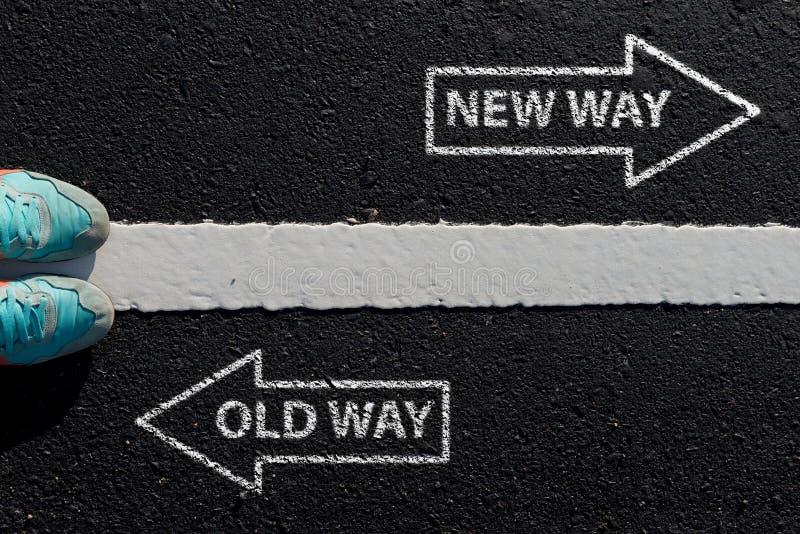 Inspirationcitationstecken: Gammal väg för ny väg på flyg- sikt av runnin arkivfoto