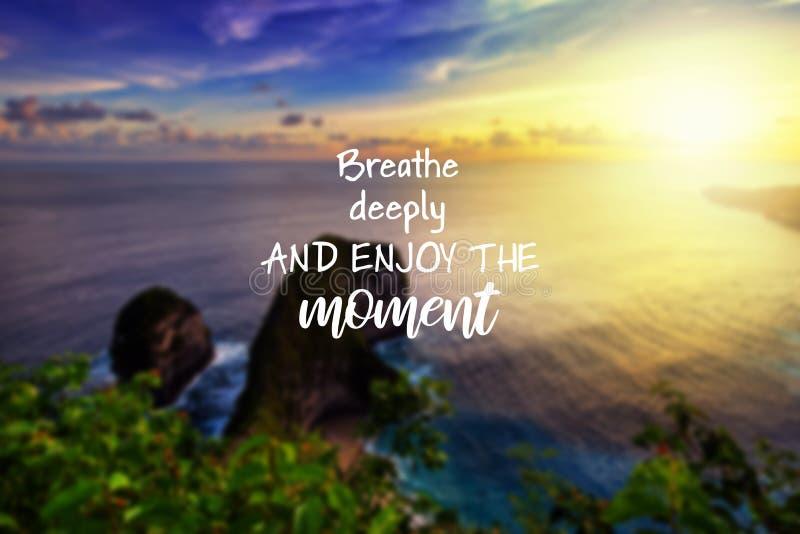 Inspirerande citationstecken - att andas djupt och tycka om ?gonblicket fotografering för bildbyråer