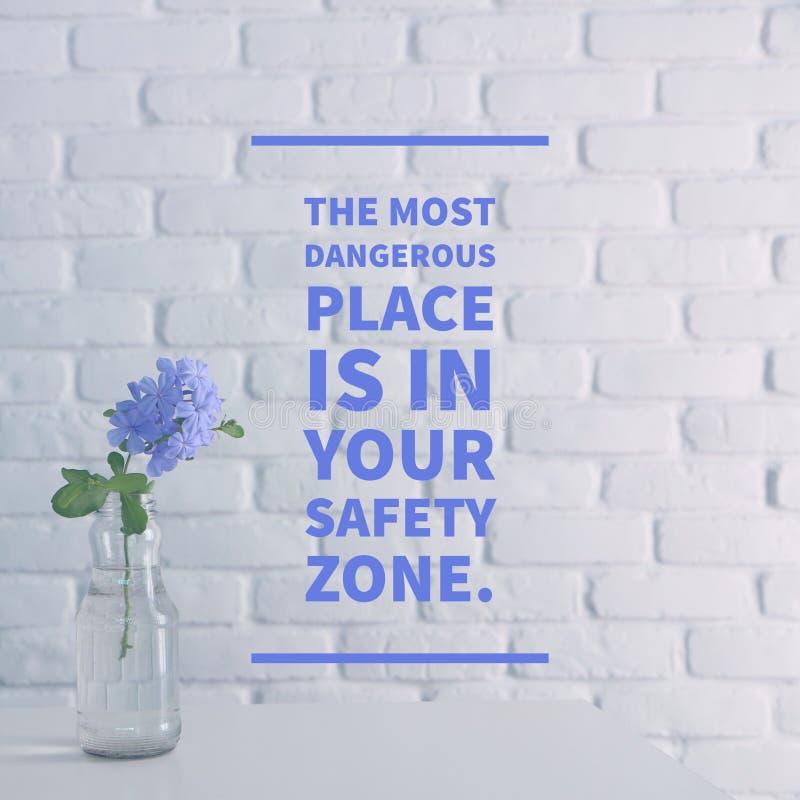 Inspirerande citationstecken` det farligaste stället är i din ` för säkerhetszonen, royaltyfri bild