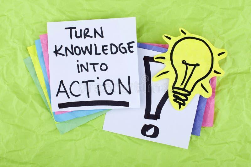 Inspirerande Motivational kunskap för vänd för anmärkning för uttryck för affärsframgång in i handling royaltyfria bilder