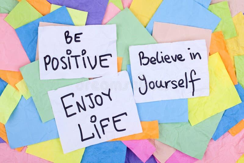 Inspirerande uttryck/är positiva tror i dig tycker om liv royaltyfri fotografi
