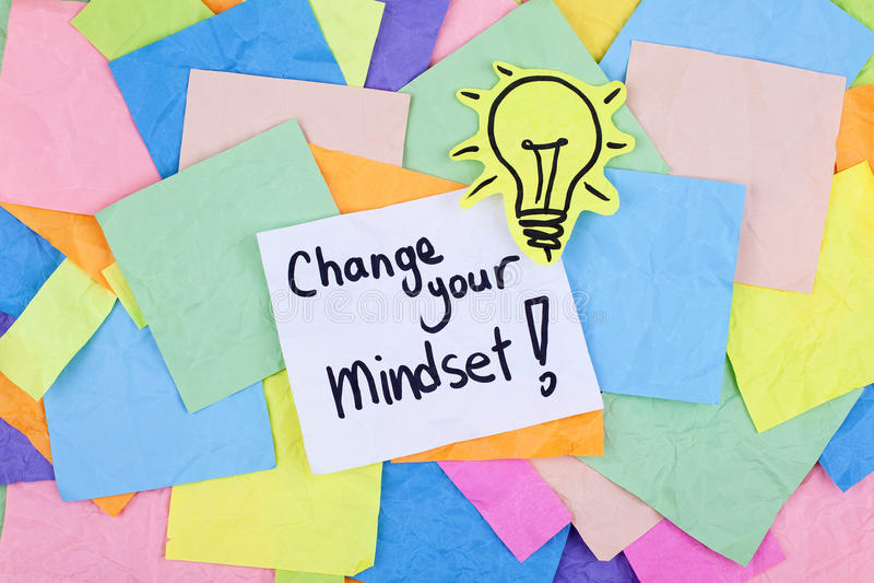 Inspirierend Motivgeschäfts-Phrasen-Anmerkungs-Änderung Ihre Denkrichtung stockbilder