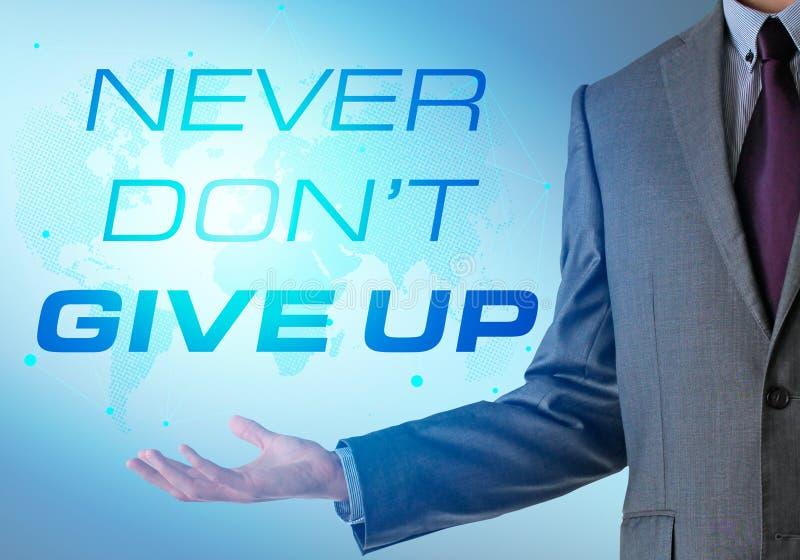 Inspirierend Motivierungsfirmenzitat mit Geschäftsmann nie stockbilder