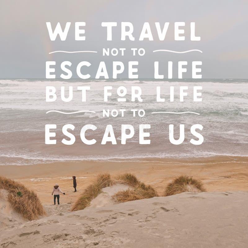 Inspirierend typografisches Zitat - wir reisen nicht zum Entweichenleben aber für das Leben, um uns nicht zu entgehen lizenzfreies stockbild