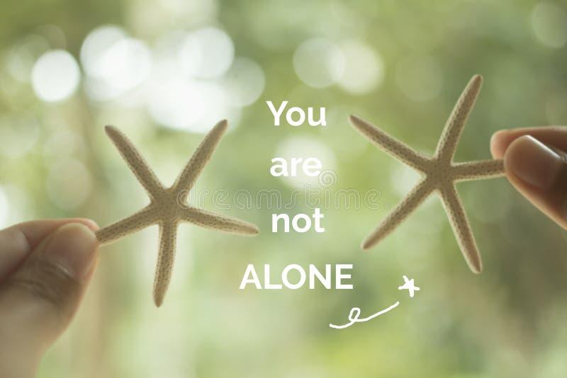 Inspirierend Zitat ` sind Sie nicht allein` stockbild