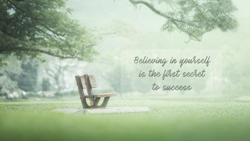 Inspirierend Zitate - das Glauben an selbst ist das erste Geheimnis stockfoto