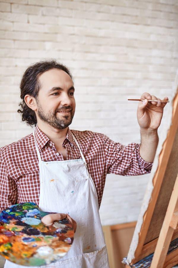 Inspirowany artysty obrazu obrazek w studiu zdjęcie royalty free