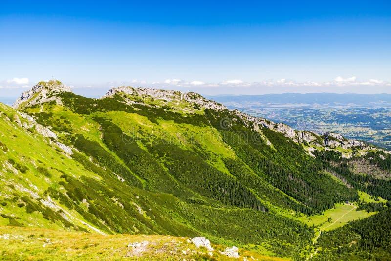 Inspirujący górę Kształtuje teren, słoneczny dzień w lecie Tatras zdjęcie stock